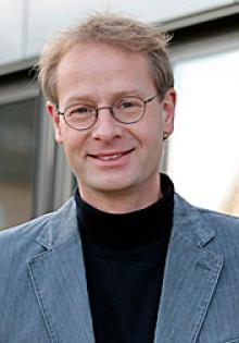 Dr. Manfred Hammer