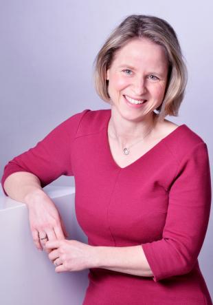 Dr. Juliane Fuge