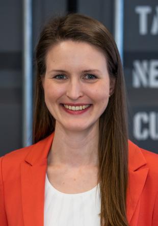 Dr. Isabelle  Milz