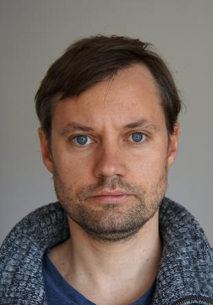Dipl.Künstler, B. Ed Jens Fux